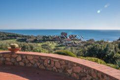 Vendita elegante villa con stupenda vista mare, possibilità di realizzare una piscina, parco ad Ansedonia Argentario