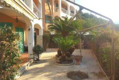 Vendita appartamento con vista mare, ampio terrazzo, 2 posti auto, Porto Santo Stefano