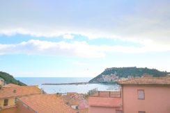 Vendita appartamento con balcone vista mare. Porto Ercole