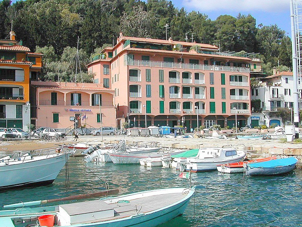 Affitto vacanza appartamento vista mare, terrazzi, garage 2 auto a Porto Ercole