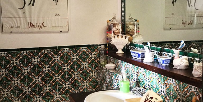 19. Master bathroom 1