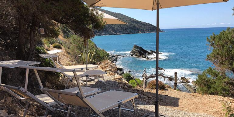 1b. private sunbathing area