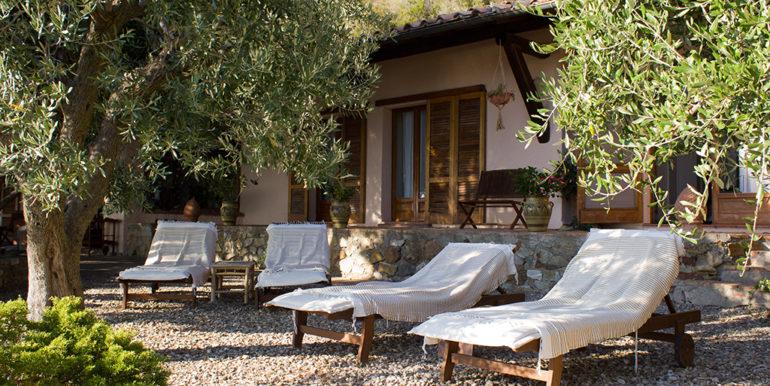 8. bedrooms garden front