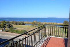 Vendita appartamento con fantastica vista sulla laguna, terrazzo vivibile, posto auto privato, Orbetello