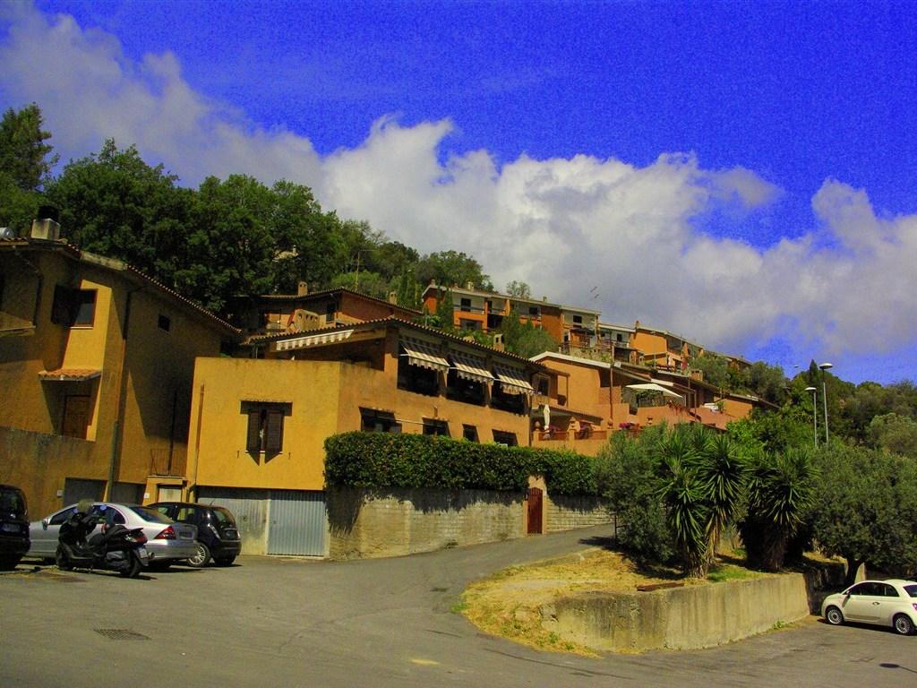 Vendita appartamento bilocale con terrazzo, giardino e garage. Porto Ercole