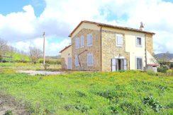 Affitto casale con annesso e terreno, ristrutturato a Vallerana. Maremma