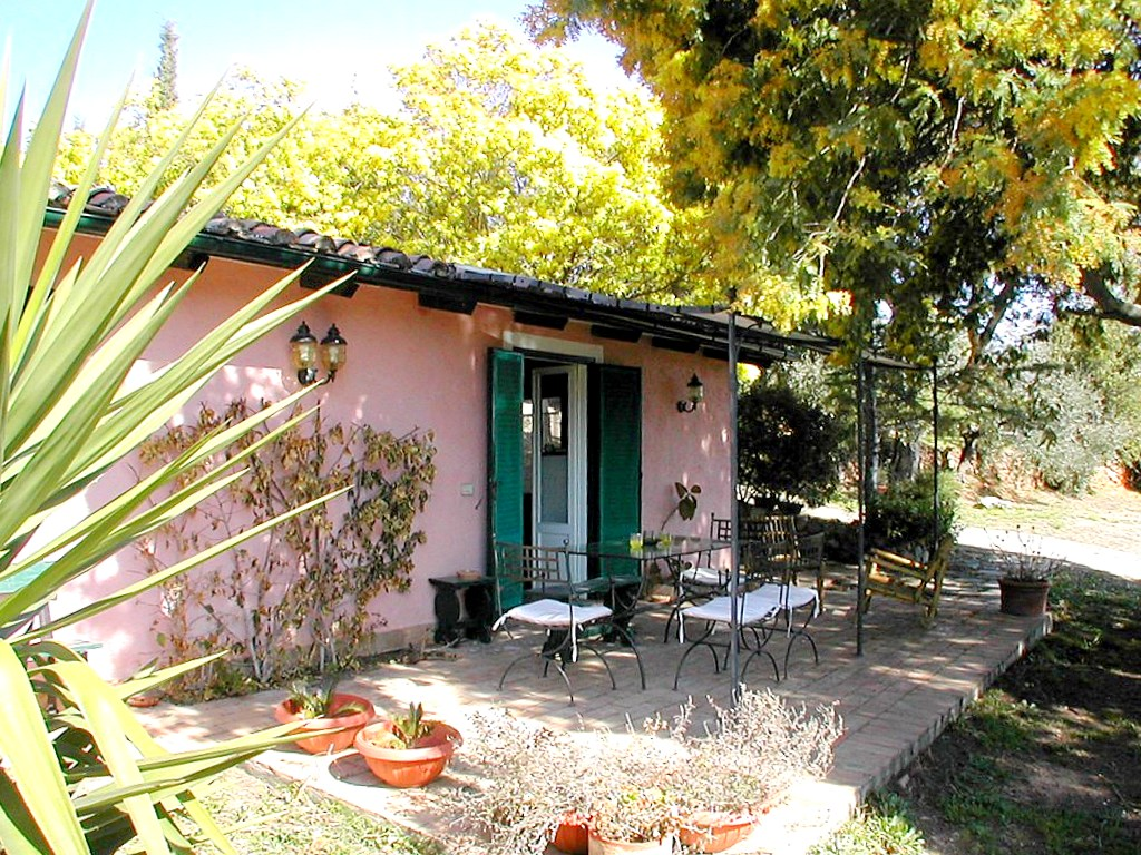 Vendita piccola casa di campagna, sulla collina alle spalle di Porto Ercole