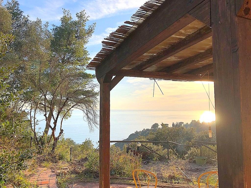 Vendita villa con stupenda vista ed accesso al mare in località Cannelle, Argentario