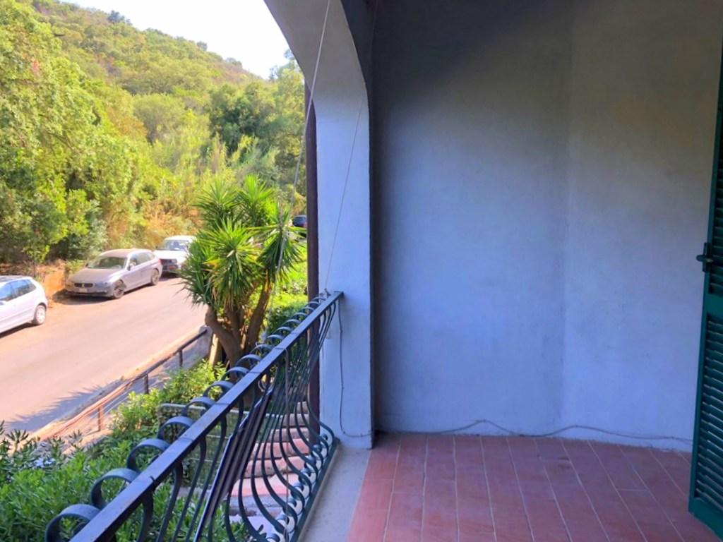 Vendita appartamento 100mq, due balconi e garage, Porto Ercole