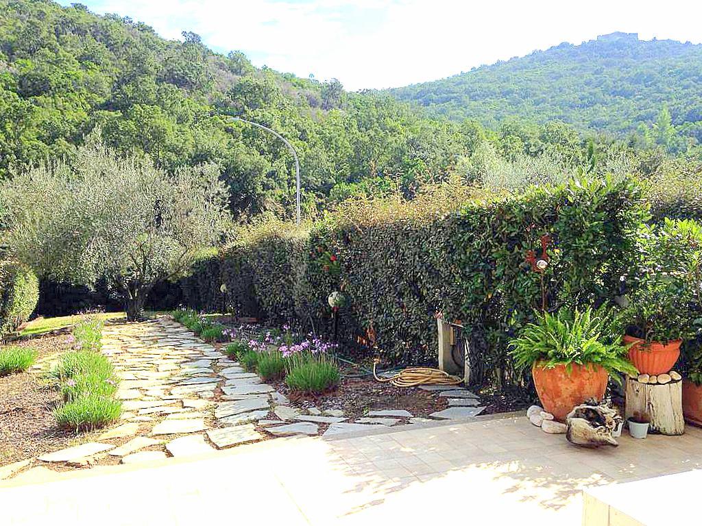 Vendita delizioso appartamento, nel verde, con giardino, Porto Ercole
