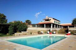 Vendita casale con dependance, annesso agricolo e piscina. Pescia Fiorentina