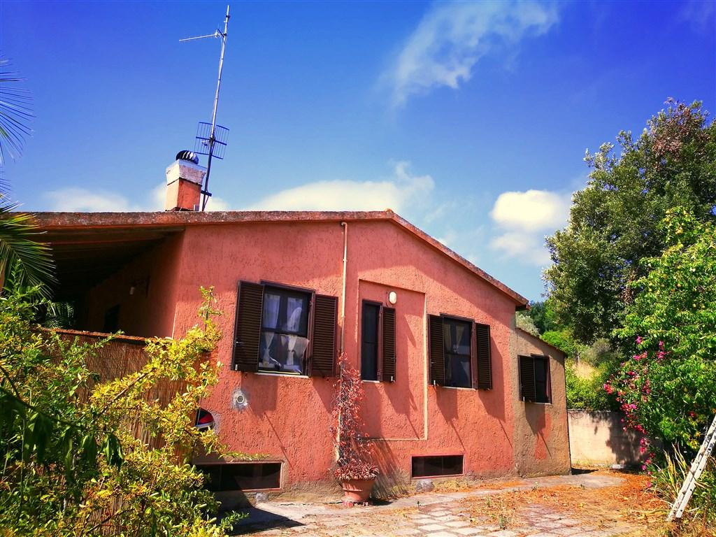 Vendita interessante casa di campagna a pochi metri dal porto, Porto Ercole