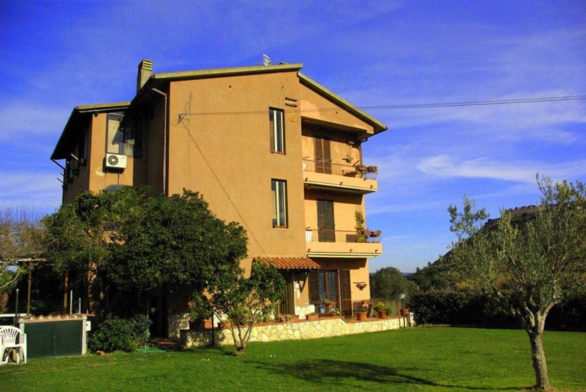 Vendita ampio appartamento, con terrazzo, Porto Ercole