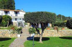 Vendita villa bifamiliare con splendida vista mare, giardino e piscina. Porto Ercole
