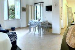 Vendita luminoso appartamento a pochi metri dal lungomare di Porto Ercole.