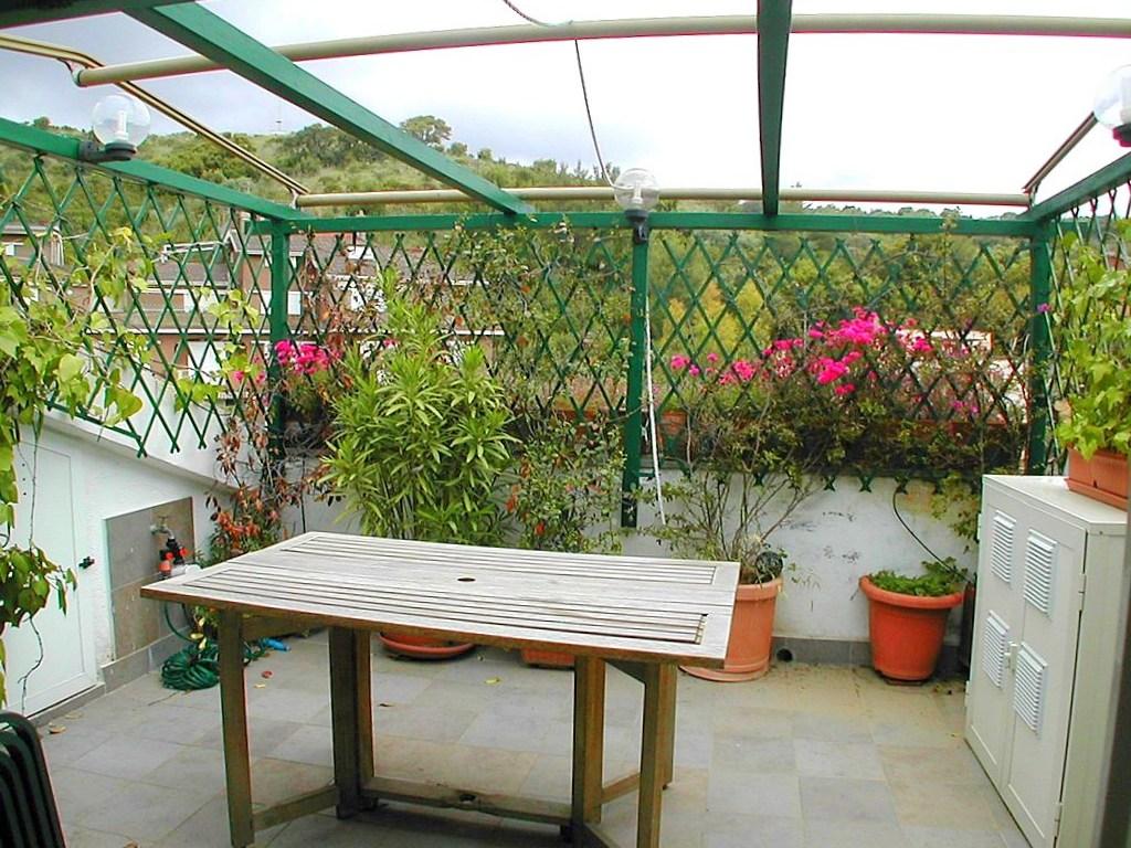 Affitto attico con terrazzo, in condominio di vacanze a Porto Ercole.