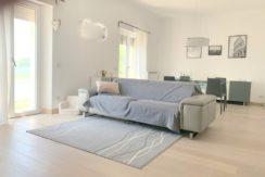 Vendita elegante appartamento con terrazze, vista laguna di levante.