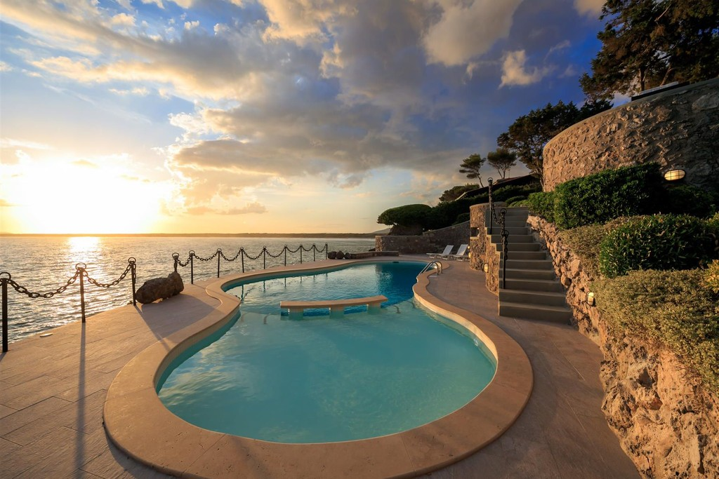 Affitto villa Oleandro con piscina, stupenda vista mare e discesa a mare privata.