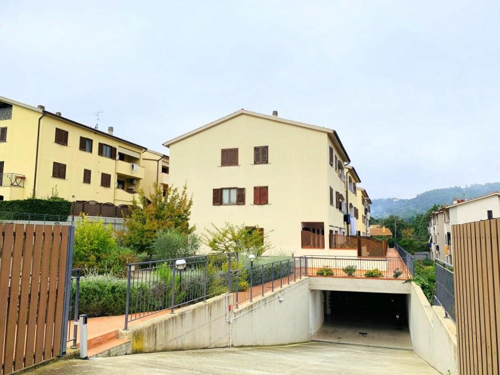 Vendita appartamento con terrazzo e garage