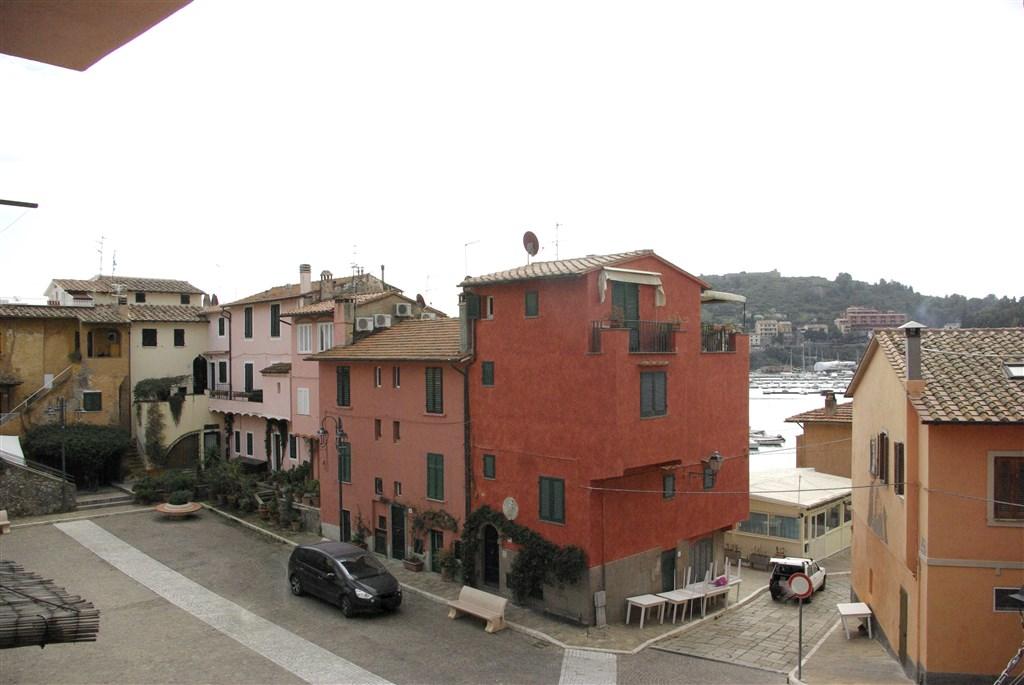 Vendita appartamento in caratteristica piazzetta.