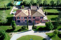 """Affitto """"Villa la Sugheraia"""" circondata da un parco nella campagna."""