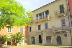 Vendita appartamento vista mare e balcone nel borgo vecchio di Porto Ercole.