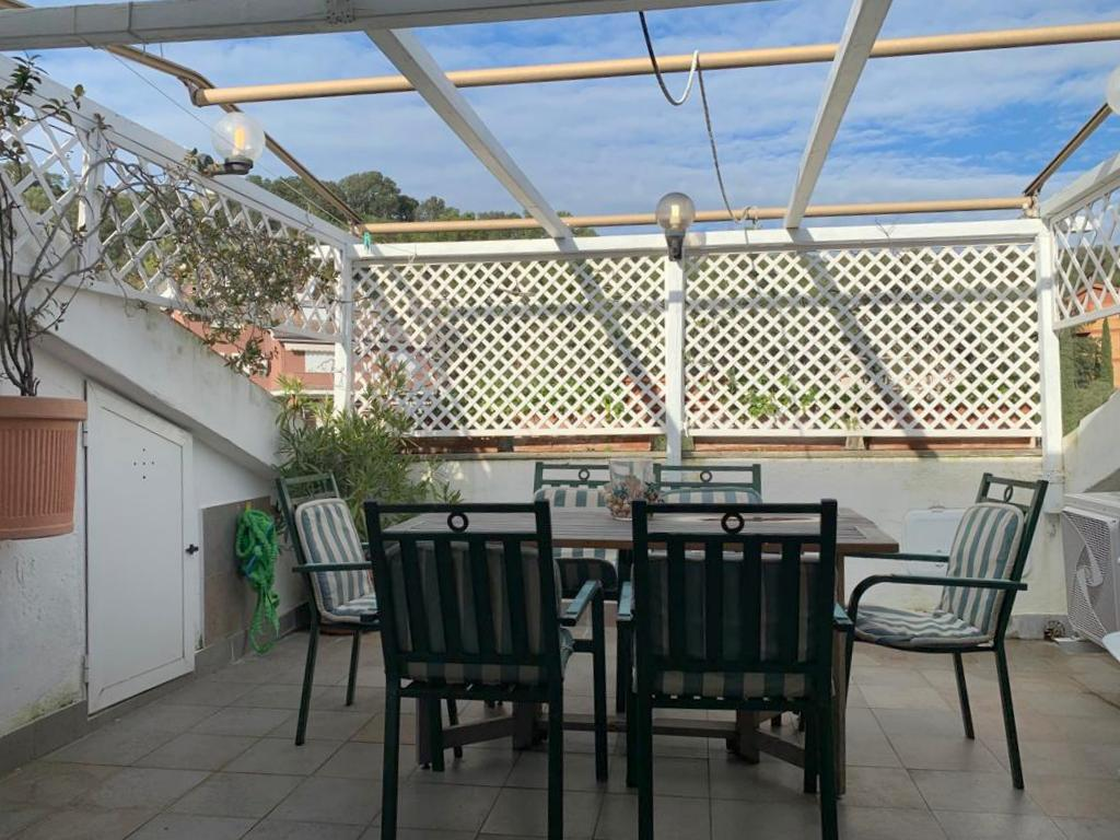 Vendita appartamento con terrazze in condominio di vacanza