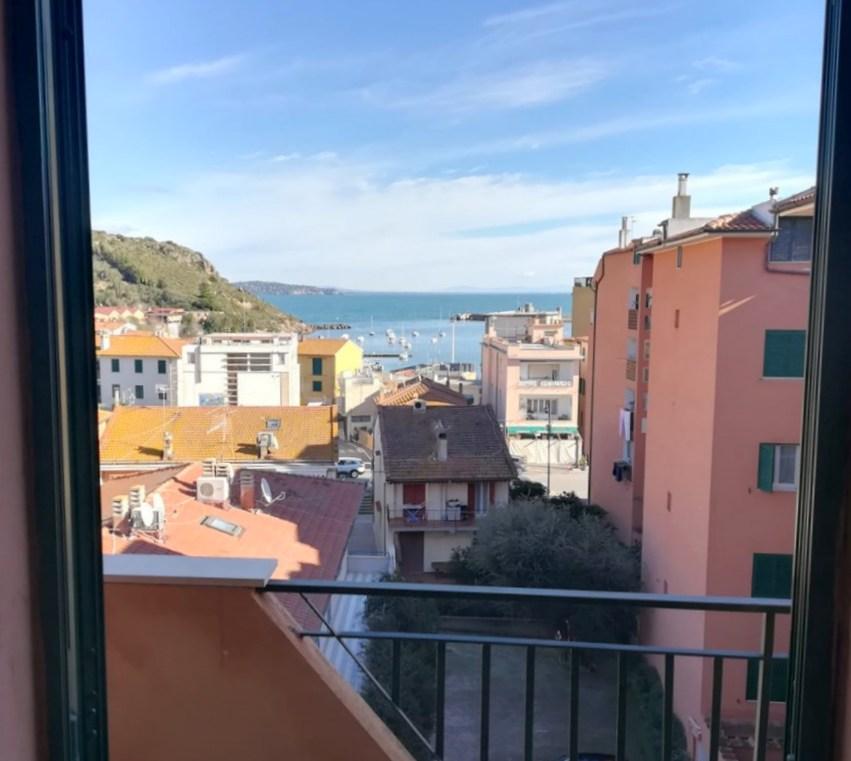 Vendita appartamento centralissimo, vista mare, in contesto tranquillo.