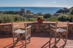 Vendita elegante villa con stupenda vista mare e possibilità di realizzare una piscina.