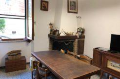 Vendita comodo appartamento al piano rialzato
