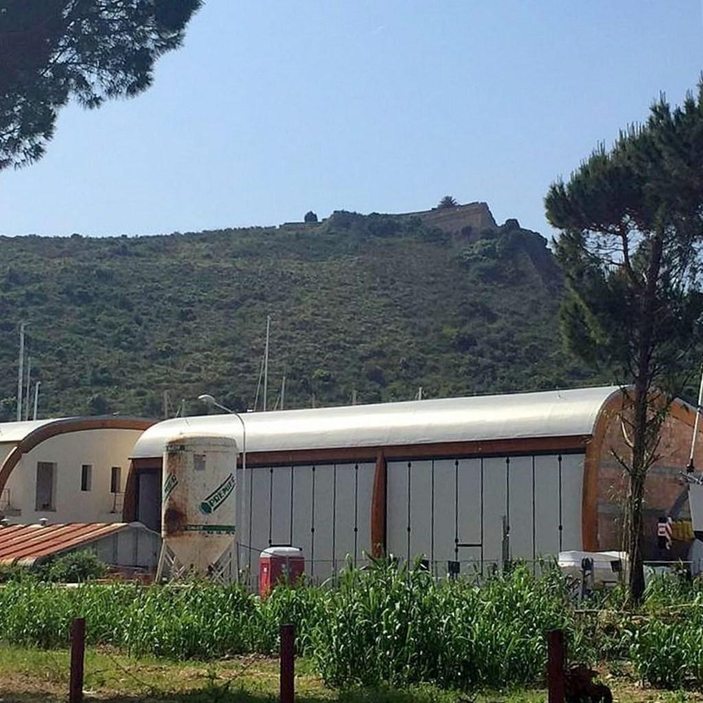 Vendita locali e garage di nuova costruzione a Cala Galera, Porto Ercole