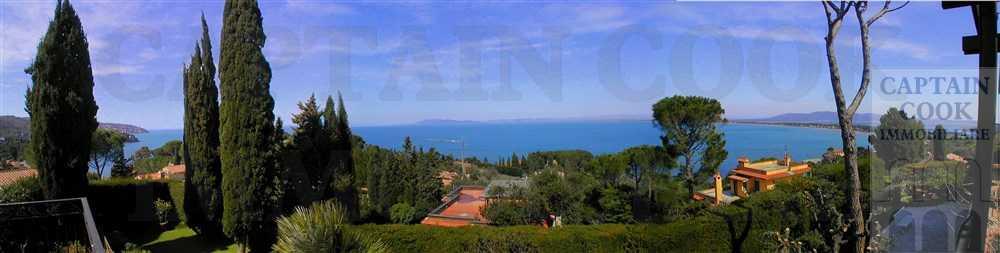Vendita villa esclusiva con stupenda vista mare, a pochi metri dalla spiaggia. Porto S. Stefano. Argentario