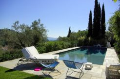 """Affitto """"Villa Bambi""""- Elegante villa con piscina, tennis, parco a ulivi. Porto Ercole. Argentario. 12/14 pl"""