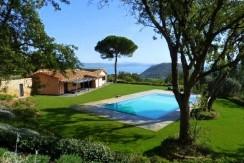 Vendita villa con piscina con vista mare, campo da tennis, parco. Porto Ercole