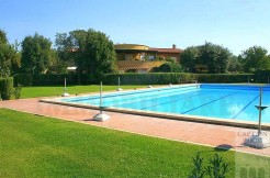 Vendita appartamento con piscina, tennis e terrazzo vivibile in elegante complesso vicino le spiagge. Argentario