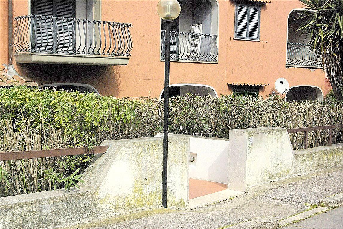 Vendita appartamentocon terrazzo, giardino e 2 garage. Porto Ercole