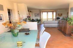 Vendita appartamento ristrutturato a Orbetello Scalo, garage e 2 posti auto