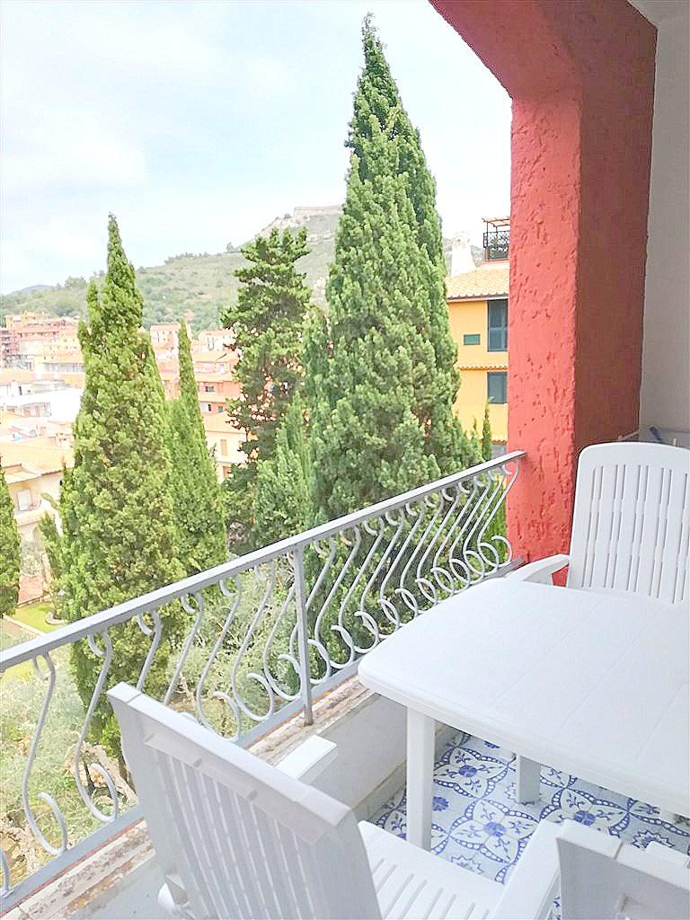 Affitto appartamento con terrazzo vivibile a pochi metri dal porto di Porto Ercole