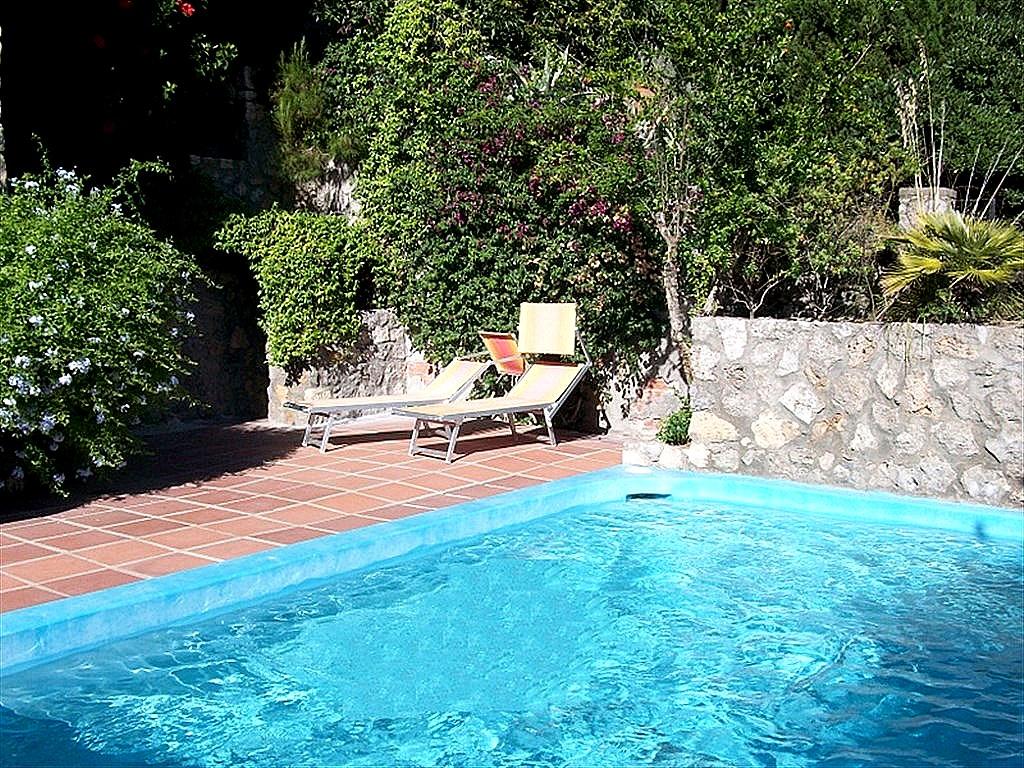 Vendita appartamento vista mare, con terrazzo e piscina. Porto Ercole