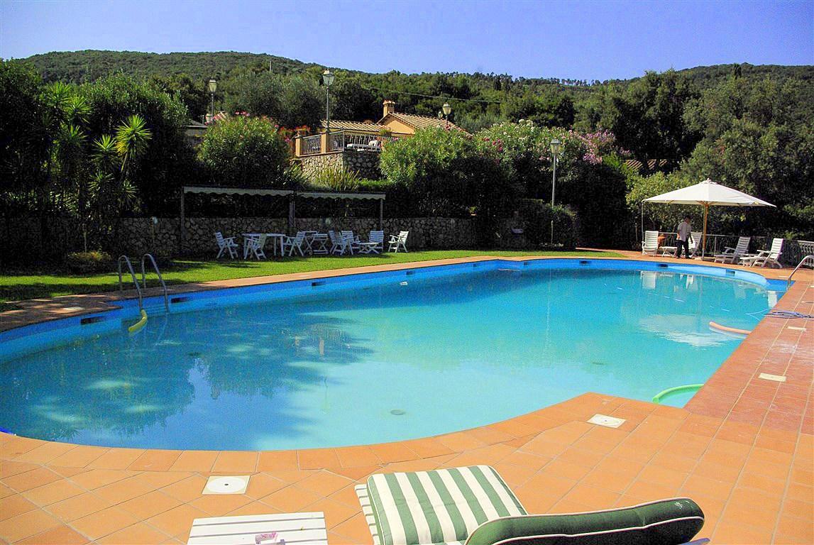 """Affitto elegante villa """"Ancora""""con magnifica piscina e vista mare. Porto S. Stefano Argentario 10/12 posti letto"""