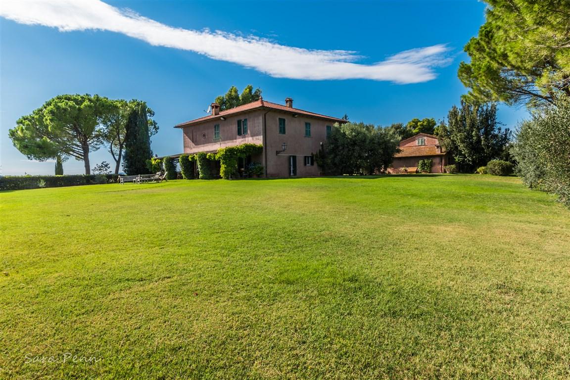 """Affitto casale """"Il Tesoro"""" con piscina nella campagna, a Magliano."""