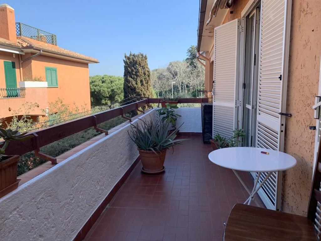Vendita luminoso appartamento con 2 terrazze.