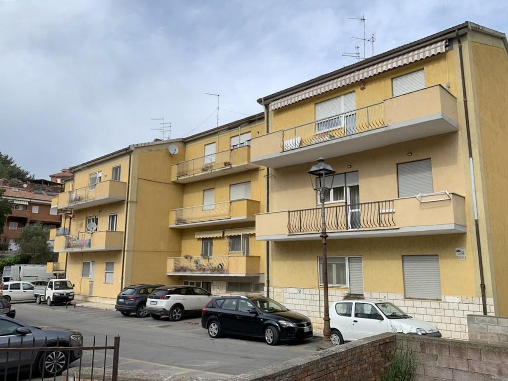 Vendita appartamento di ampia metratura, centralissimo, zona tranquilla.