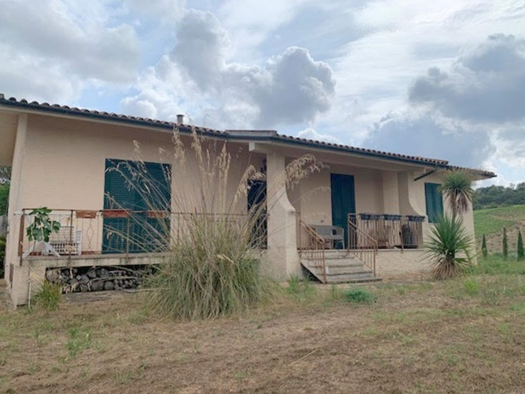 Vendita casaletto di 220 mq c.a con terreno di 2 Ha c.a.