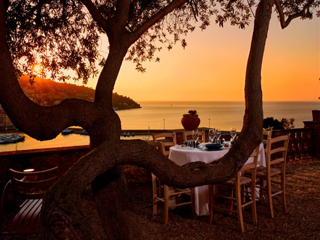 Affitto Villa Fior di Roccia, Porto S. Stefano, con stupenda vista mare, giardino, tranquillità e privacy.