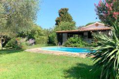 Vendita villino in Località Pinalti con giardino e piscina.